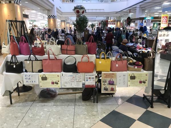 鹿嶋市ショッピングセンターチェリオで、牛革バッグの出前販売