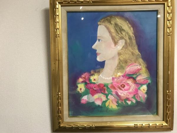 手作り牛革バッグの店にある、美しい女性の油絵