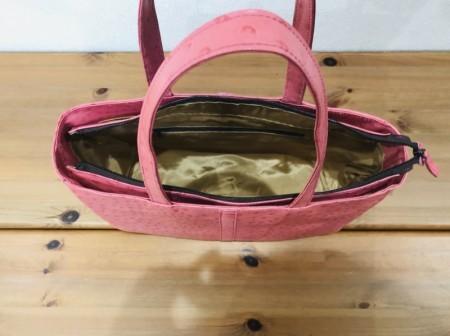 軽い!A4サイズが入るオーストリッチ風の牛革ショルダーバッグ(ピンク)
