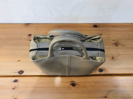 軽い!牛革イタリアンレザー・キューブ型ハンドバッグ【トープ色】