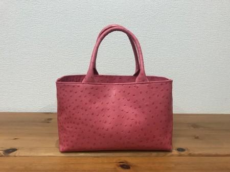 軽い!オーストリッチ風牛革・小型ハンドバッグ【ピンク】
